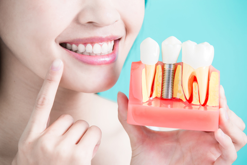 Oral pain diagnosis, teeth cleaning / polish / whitening, prosthetic restorations.